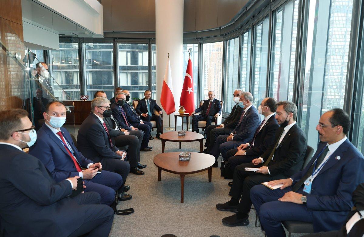 Cumhurbaşkanımız Recep Tayyip Erdoğan, BM 76. Genel Kurulu'na katılmak üzere bulunduğu New York'ta, Polonya Cumhurbaşkanı Andrzej Duda ile bir araya geldi.