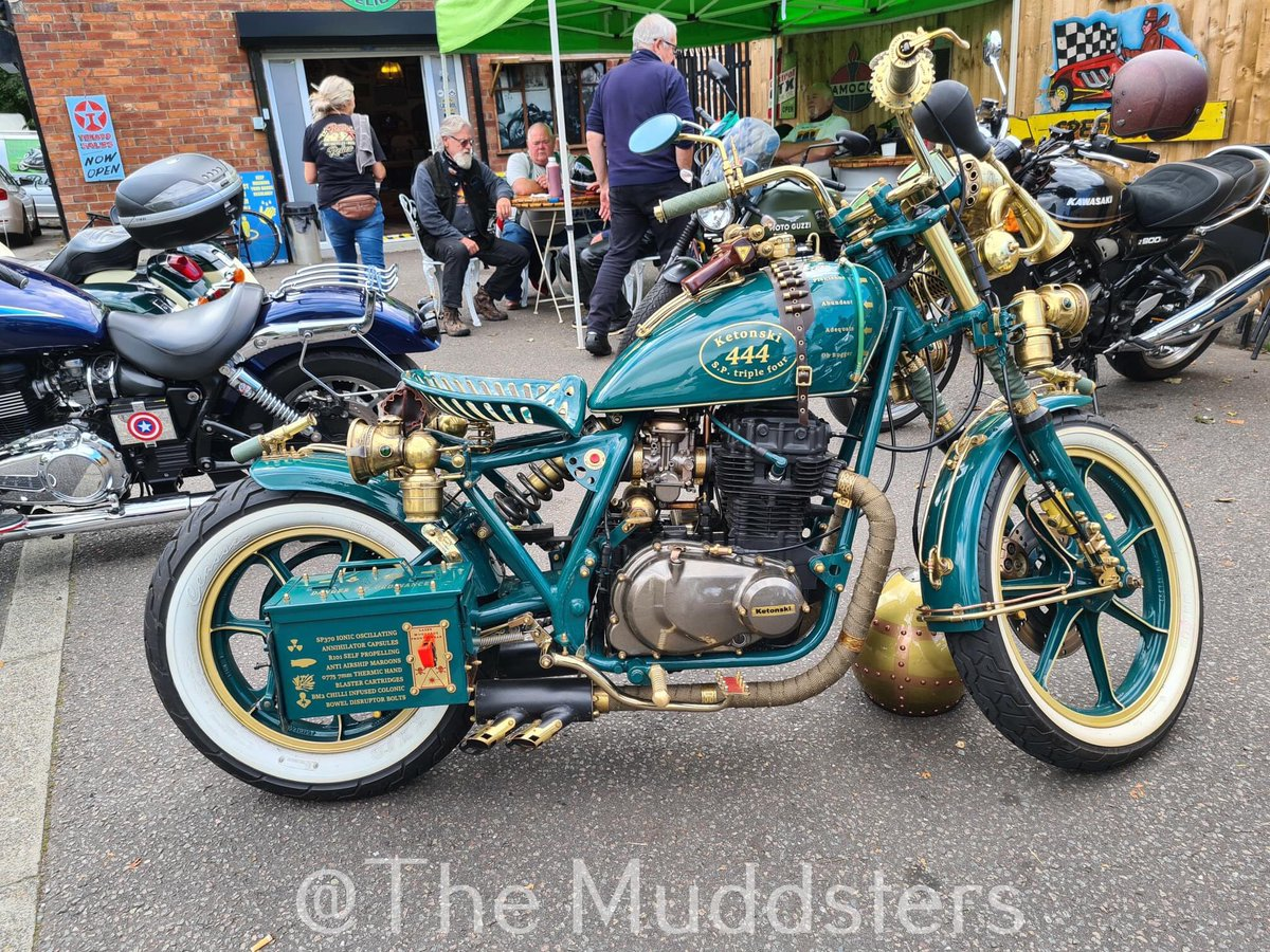 #Bike 🚲 Awesome of the Day ⭐ ➡️ Turquoise & Gold #Steampunk-ish ⚙️ Recycled #Motocycle via @TrevorMudd #SamaBikes 🏍️ ➡️ View More #SamaCollection 👉 https://t.co/Kugls40kPu