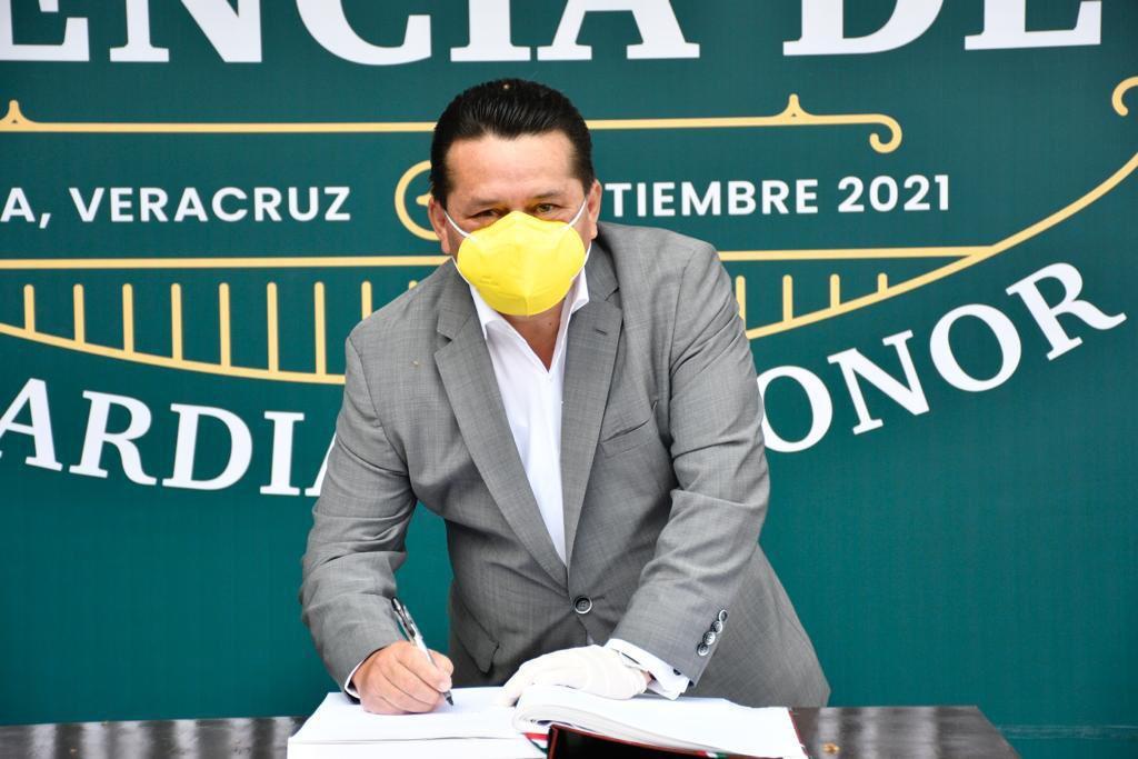 test Twitter Media - El Presidente del #PRD en Veracruz, Sergio Cadena Martinez, acompañado de la Dirección Estatal, acudieron a la #GuardiaDeHonor para conmemorar al padre de la patria, Miguel Hidalgo y Costilla. https://t.co/g7OBJVxRfx