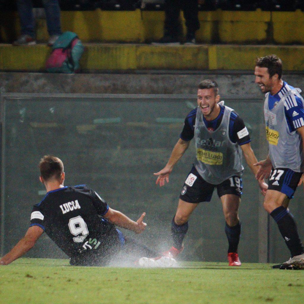 Si offende nessuno se dico che questo, se continua così, diventa più forte di Toni? Che rete! Un grande rimpianto per il Palermo, se lo avessimo avuto per i Play-off, forse avremmo parlato di promozione in serie B.