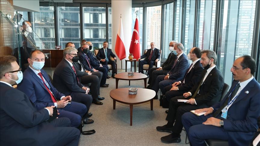 Cumhurbaşkanı Erdoğan, New York'ta Polonya Cumhurbaşkanı Duda ile bir araya geldi v.aa.com.tr/2371378