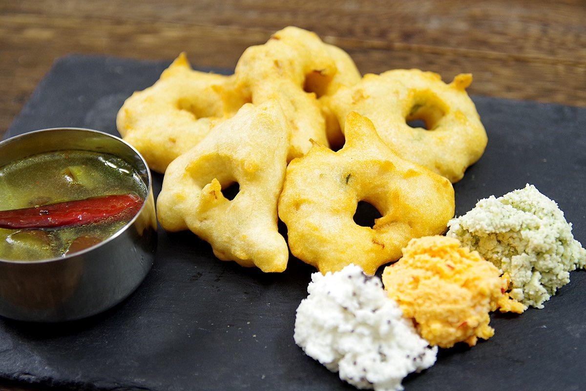 ワダの作り方を習いました!楽しいよ! 〈ケララの風モーニング〉直伝、南インドの甘くないドーナツ「ワダ」を揚げてみよう