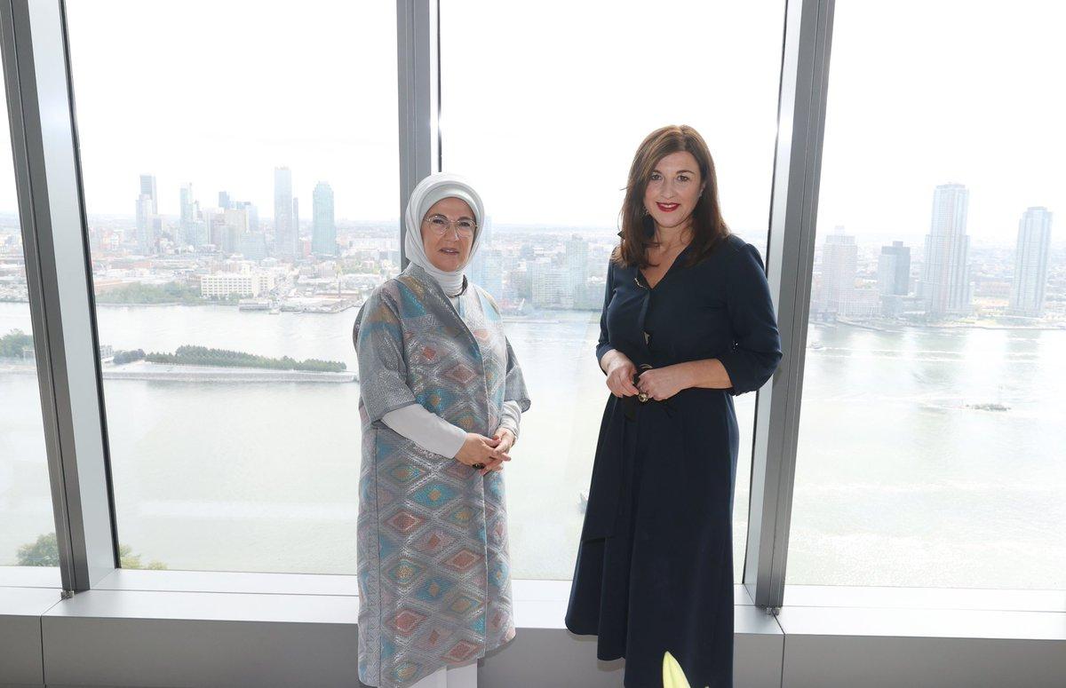New York'ta Hırvatistan Cumhurbaşkanı'nın değerli eşi Sanja Music Milanovic ile bir araya gelerek ülkelerimiz arasındaki kültürel işbirliğinin artırılması konusunda sohbet etme imkanı bulduk. Kendisini Türkevi'nde ağırlamaktan büyük memnuniyet duydum.