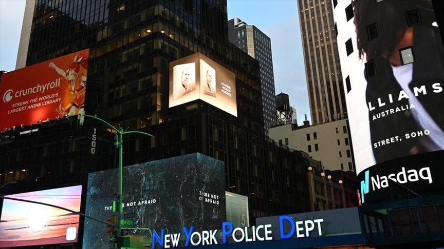 Cumhurbaşkanı Erdoğan'ın 'Daha Adil Bir Dünya Mümkün' kitabı New York'ta led ekranlarda tanıtıldı v.aa.com.tr/2371424