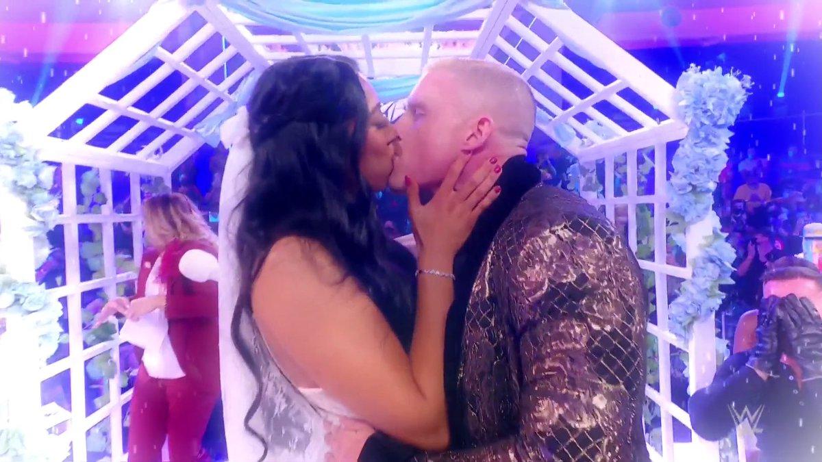 RT @WWENXT: We're still swooning. 😘🔔💐  #InDexWedding #WWENXT @indi_hartwell @DexterLumis https://t.co/WGbszBPZNK