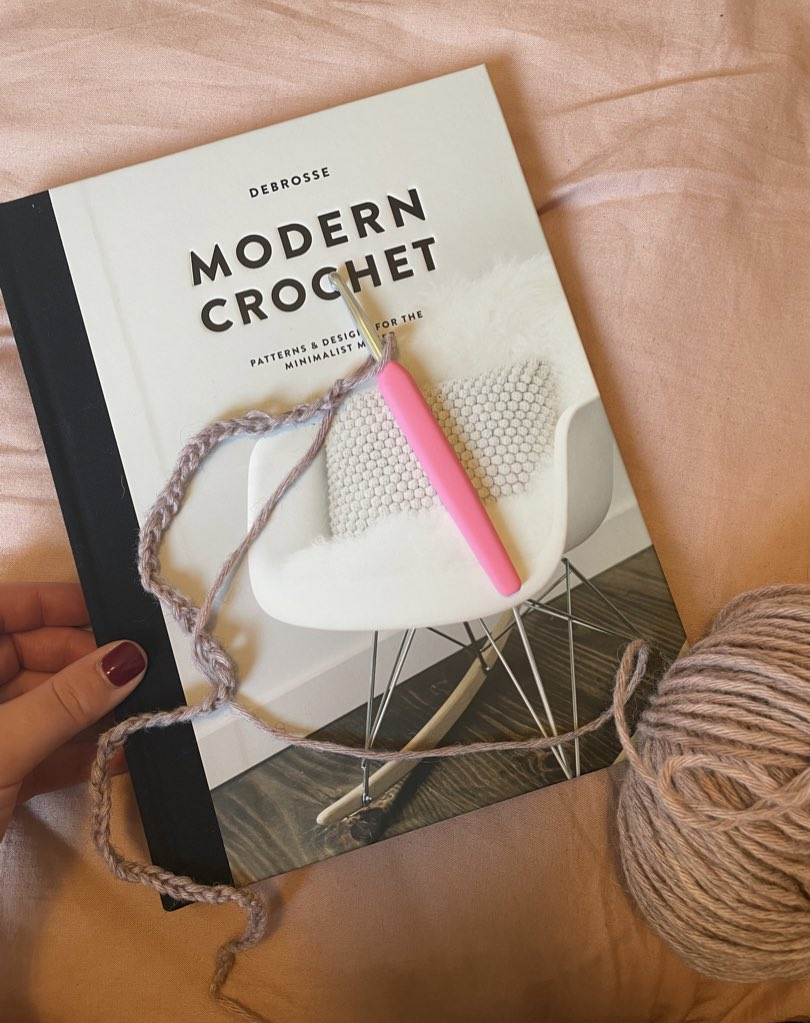 """Taking up crochet for the Autumn! Am using """"Modern Crochet"""" by Debrosse as my guide. I've only managed a chain stitch thus far, but publicly pledging to crochet a blanket before the Winter is out 🧶"""