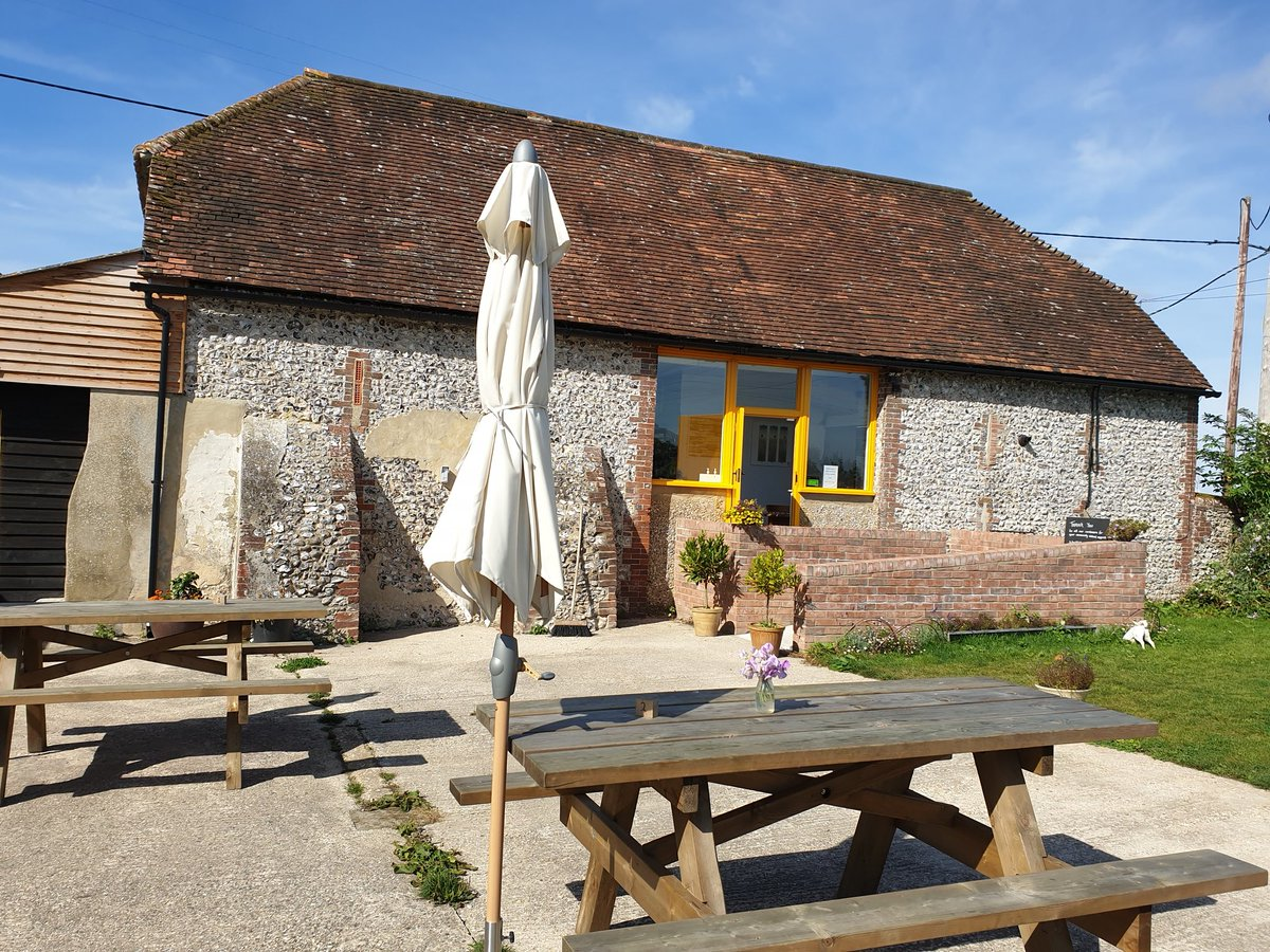Cadence Cafe for breakfast and the Old Flint Barn Cafe for lunch. 😋 A foody day on the #SouthDownsWay