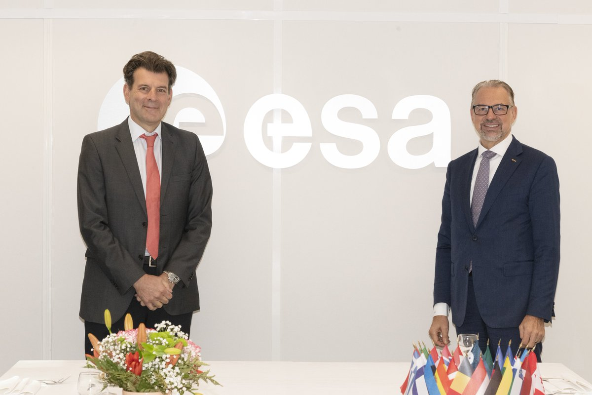 Excellent meeting today with Amb. of🇨🇭to 🇫🇷(@Balza1) reflecting on the mutually beneficial relationship between @esa & #Switzerland. The Swiss have broad programme participation across the Agency & strong space expertise. Their science & research base is among the best.