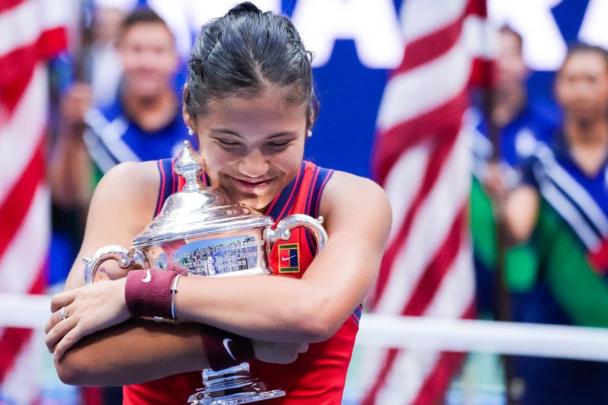 Emma Raducanu has won her 1st Grand Slam title at 18 years-old.  Also at 18:   Seles - 7 🏆 Hingis - 5 🏆 Austin - 2 🏆 Graf - 2 🏆 Mandlikova - 1 🏆 Sanchez Vicario - 1 🏆 S.Williams - 1 🏆 Sharapova - 1 🏆