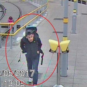 O homem-bomba que matou 22 pessoas e feriu outras centenas após um show da Ariana Grande: o Atentado de Manchester.