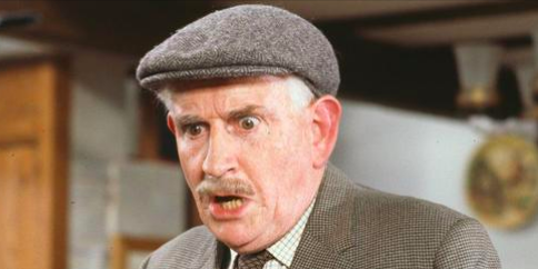 Last of the Summer Wine actor Robert Fyfe, known for playing Howard, dies at 90 mirror.co.uk/3am/celebrity-…