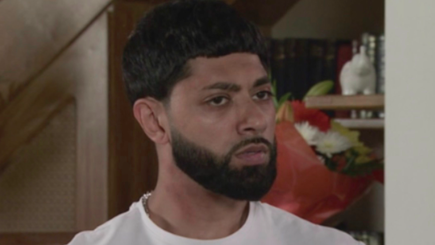 #Corrie's Zeedan exposed as he confesses reason his wife's family want him dead mirror.co.uk/tv/tv-news/cor…