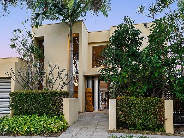 Gold Coast house prices on the move again https://t.co/0NDhRe49DG #Sales #Brisbane https://t.co/wKrtLGxiOz