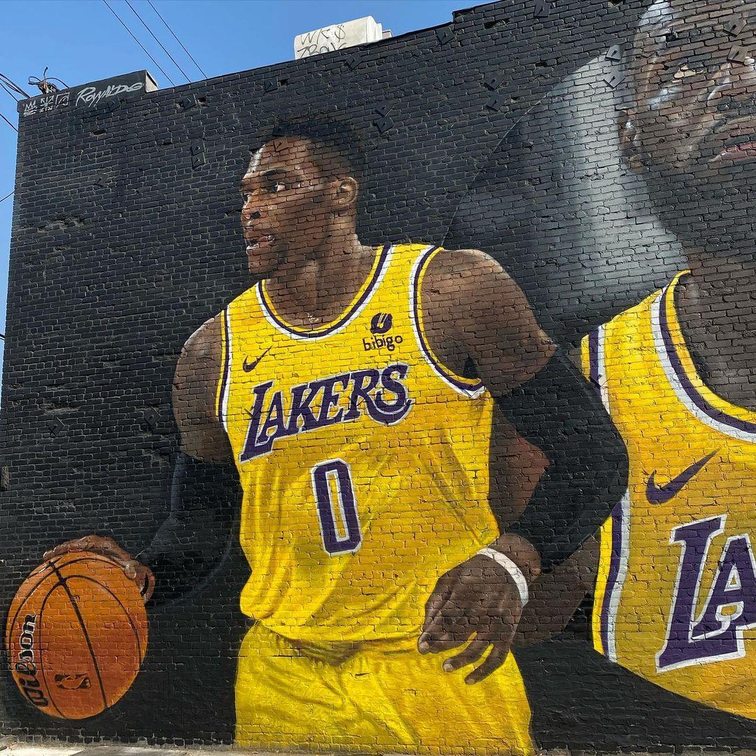 Basketball season starts tomorrow for Laker fans 😌😌#LakeShow   #lakers #LeBronJames  #NBA  #KobeBryant  #LosAngeles  #ESPN #LoversOfTheRedSky  @KingJames @Lakers