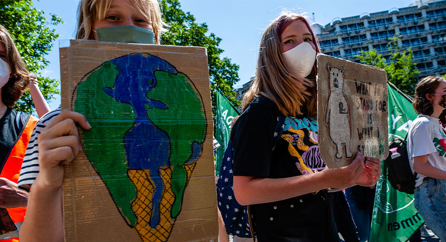 Young people who choose to challenge the status quo continue to face a wide array of threats, abuse & barriers in their activism. The first-ever global report on threats young people face in civic space is calling for greater protection for them. More: ohchr.org/EN/NewsEvents/…