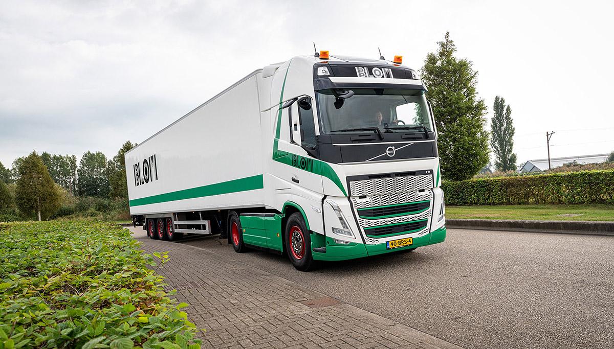 test Twitter Media - Honderdste Volvo-truck voor Transportbedrijf Blom & Zn. Zwammerdam B.V.  Lees verder: https://t.co/SjLQFBcqXH https://t.co/jbAAygEFUf