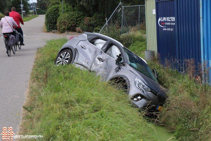 Auto te water na ongeluk Korte Kruisweg https://t.co/BAj9rjHHQ7 https://t.co/EpfbZbybbC