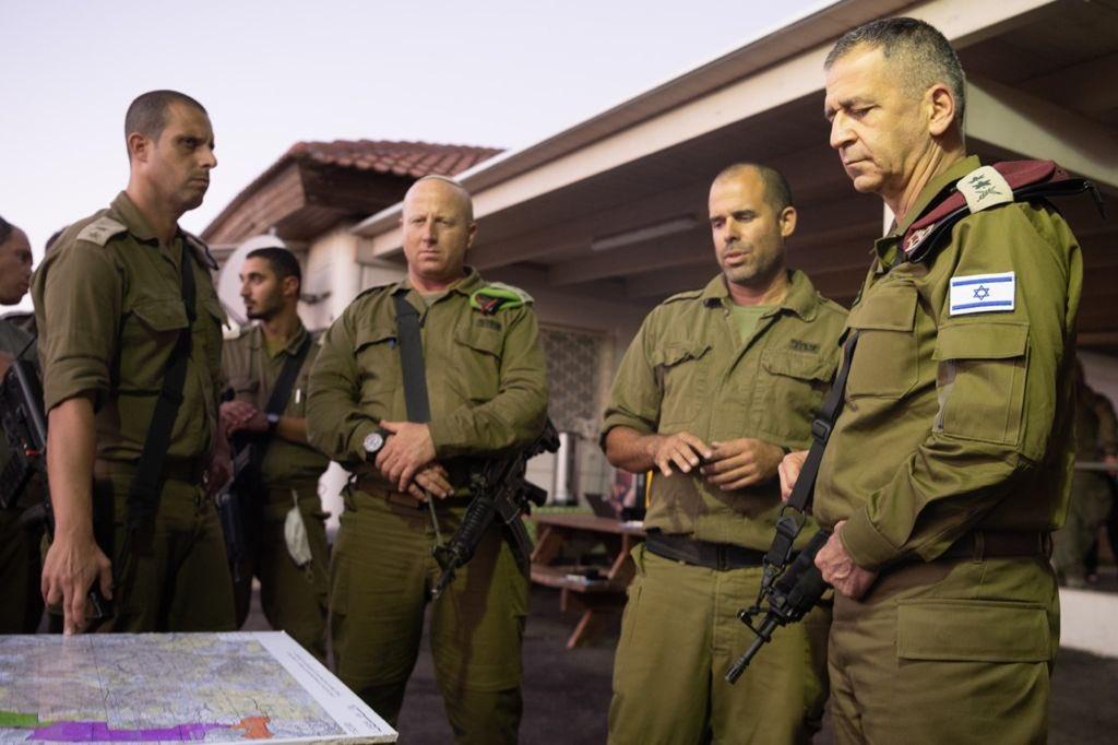 الجنرال كوخافي يتفقد  القوات المشاركة في الجهود الرامية للقبض على المخربين الفارين من سجن  جلبوع