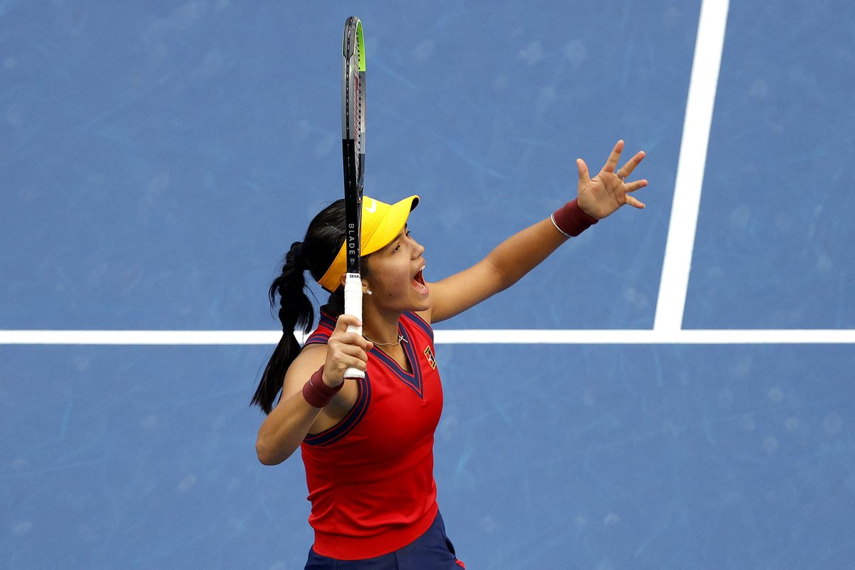 She's done it 🔥 🔥  @EmmaRaducanu makes British tennis history at the #USOpen with the most incredible performance 🎾