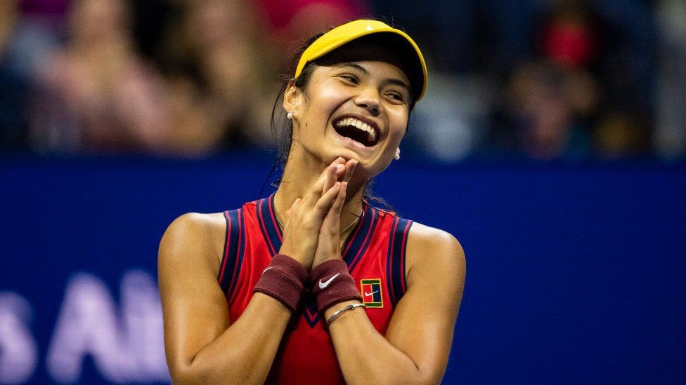 #RADucanu 🇬🇧🏆👏  #USOpen champion  🎾 18 years old 🎾 Ranked 150 pre-tournament 🎾 Started as a qualifier 🎾 Didn't drop a set in 10 matches  🎾 First British woman to win a Grand Slam singles title in 44 years  #bbctennis