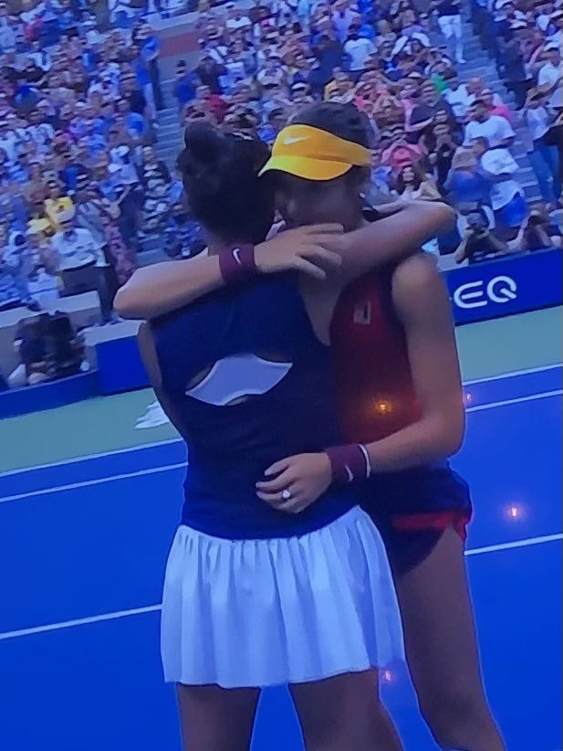 Süper 🙌🏾 Emma Raducanu 18 yaşında #USOpen Şampiyonu🏆 Tenisin geleceği arzı endam etti. Leylah'ı ve Emma'yı daha çok izleyeceğiz.