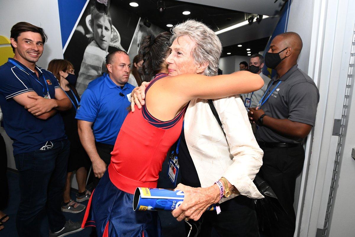 🇬🇧 @EmmaRaducanu 🤝 Virginia Wade 🇬🇧 The 2021 US Open champion meets the 1968 US Open champion! #USOpen