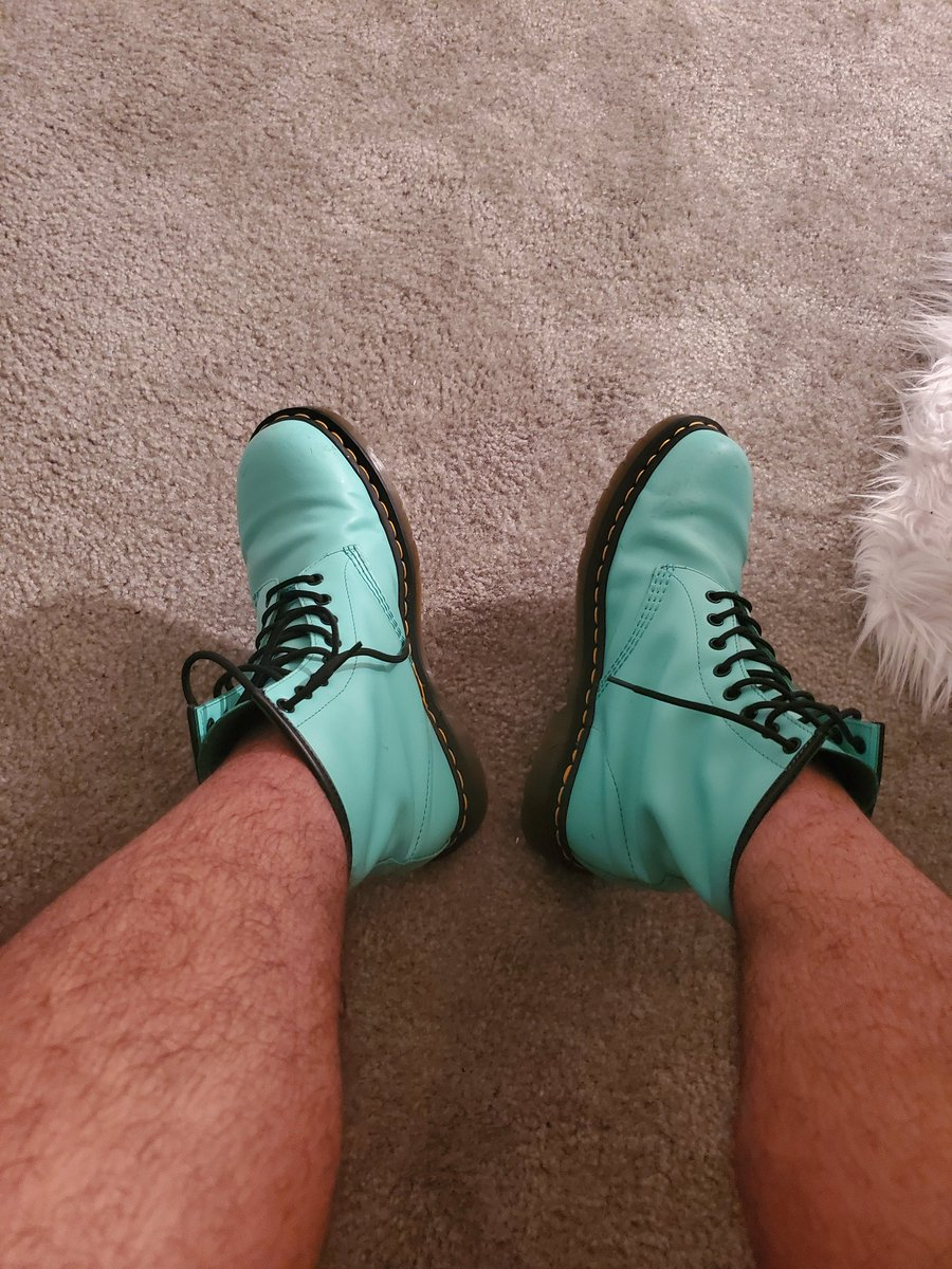 Wearing these all night made my feet hurt so bad. #beautyispain 😭