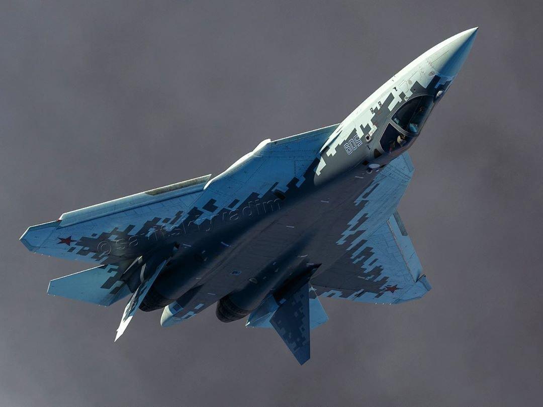Su-57 Stealth Fighter: News #7 - Page 39 E_FarczXEAEIcZ8?format=jpg&name=medium