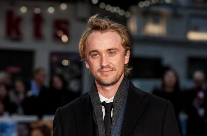 Tom Felton bir hayranının ismini yasal olarak Lucius Malfoy yaptığını ve onu evlat edinmek istediğini söylemiştir.