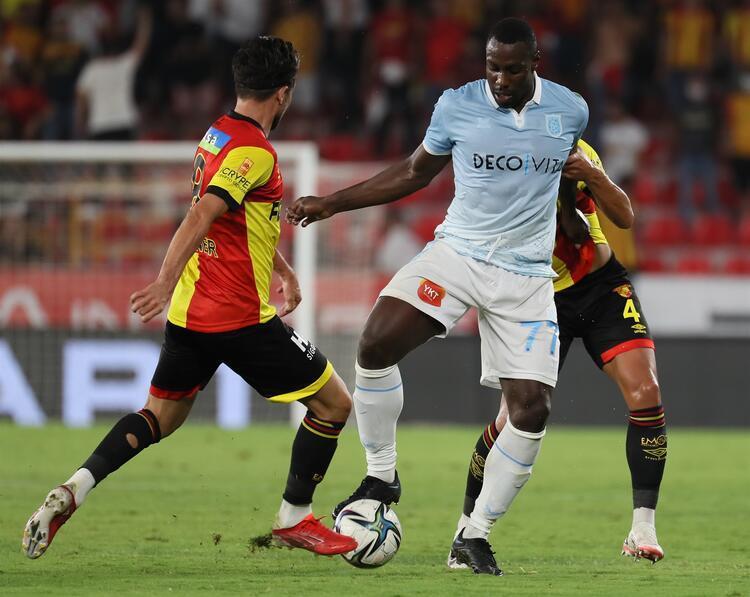 Süper Lig'in 4. haftasında Medipol Başakşehir, deplasmanda Göztepe'ye 2-1 yenildi ve henüz puanla tanışamadı.