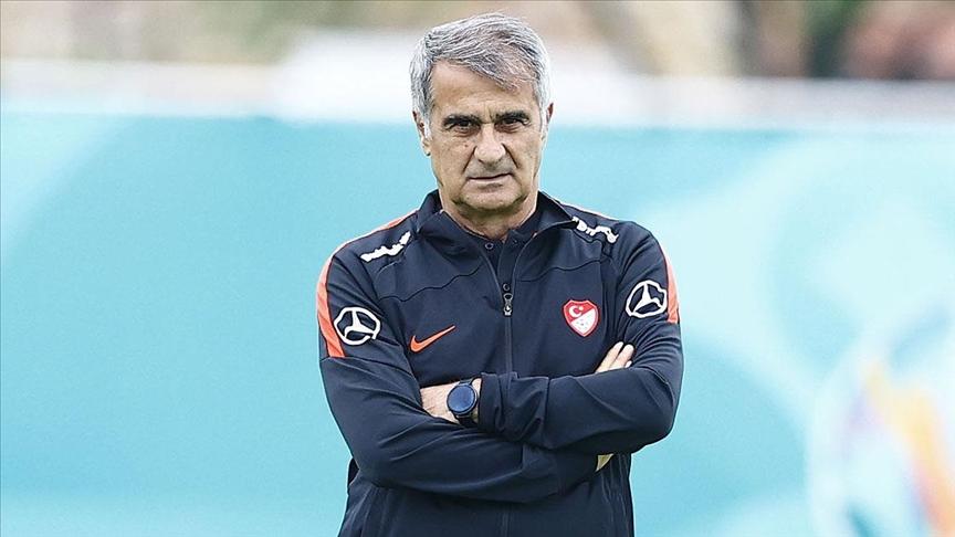 Fatih Terim'den Şenol Güneş sözleri: 'Şenol Güneş, Türk futboluna hizmet etmiş bir arkadaşımız. İtibarsızlaştırma, yaralama, acıtma hiç hoş değil. Bunu hak etmedi. Şenol Güneş, bu ülkeye hizmet etti, kazanmayı herkesten fazla ister.'