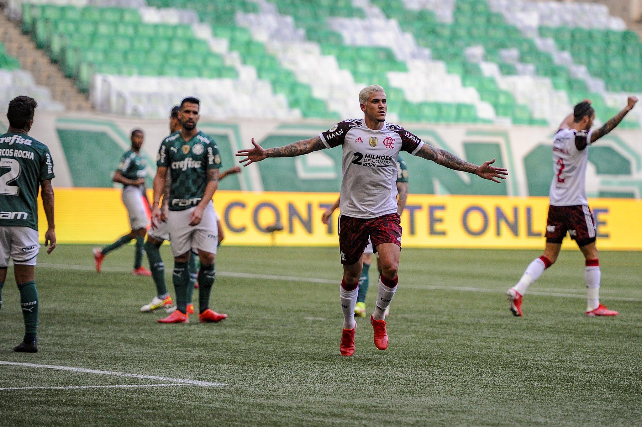 Pedro volta a marcar contra Palmeiras e vibra com fim do jejum no Flamengo