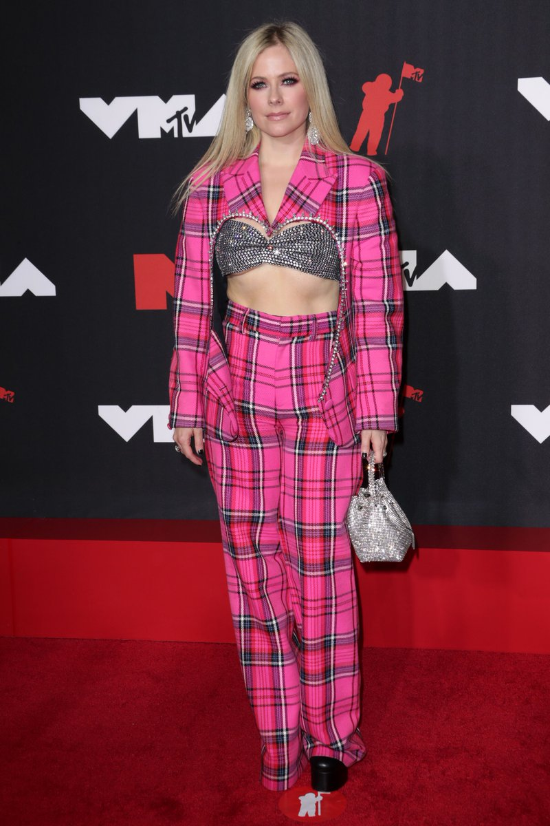 Have aged 20 years in the last 8 months... but here's Avril Lavigne in 2002 v today! #VMAs