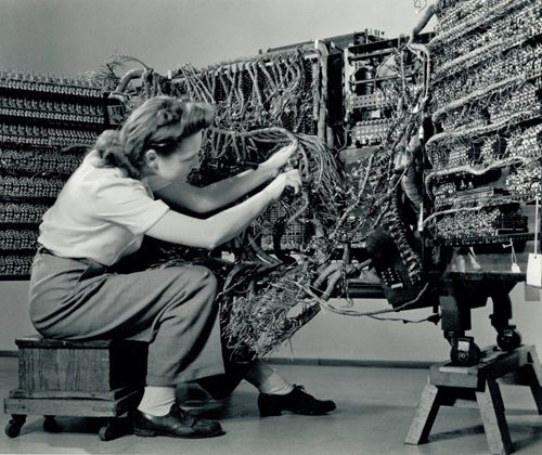 'Woman wiring an early IBM computer' from the 'Documenting Science' series (1938-58) by photographer Berenice Abbott #WomensArt #MondayMotivation
