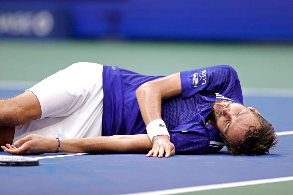 It's the Fifa 'dead fish' celebration if you're wondering... Here's how Daniil Medvedev reeled in Novak Djokovic to score his maiden Grand Slam title. bbc.in/3lgdPdf #USOpen
