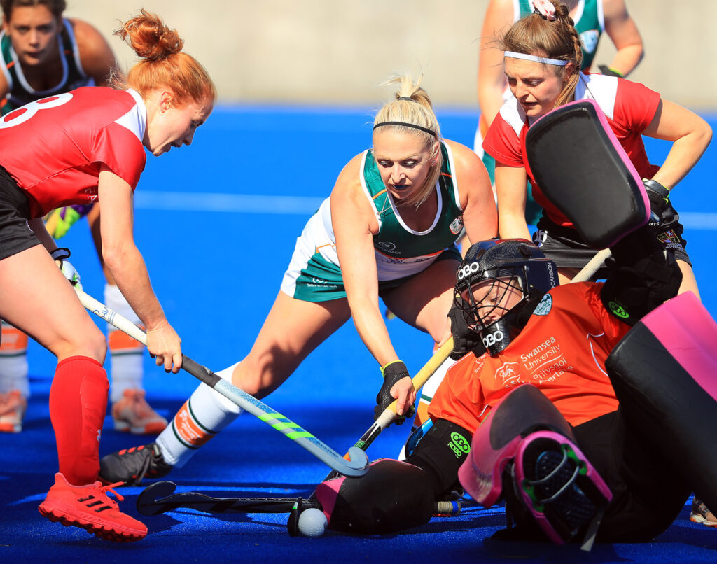 Great to see #SHSHockey Alums Evie and Lexie signing for @UOBHC1! Best of luck with your next adventure 💚🏑 @SHSGreenSilver @SurbitonHigh