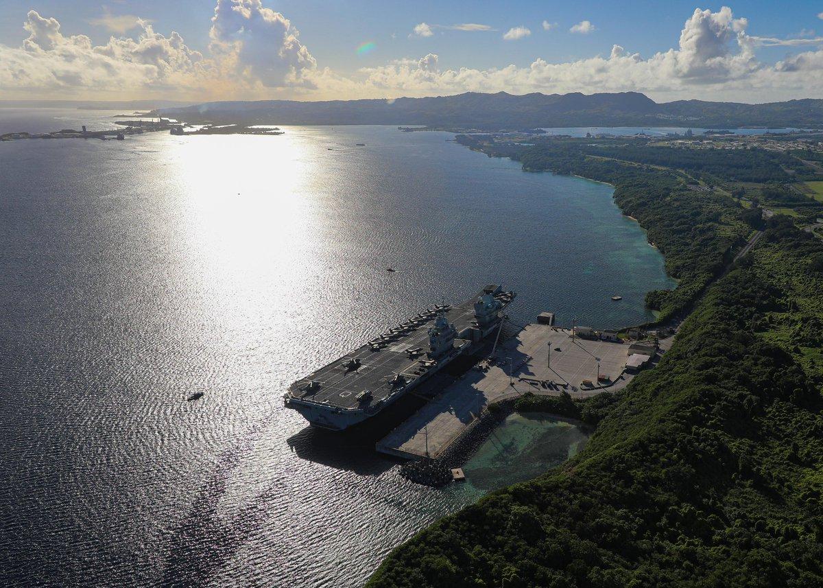 Британский авианосец `Куин Элизабет` в это время торчал на Гуаме. Британия продолжает по политическим соображениям удерживать его на тихоокеанском ТВД, чтобы позиционировать себя серьезным игроком против Китая.