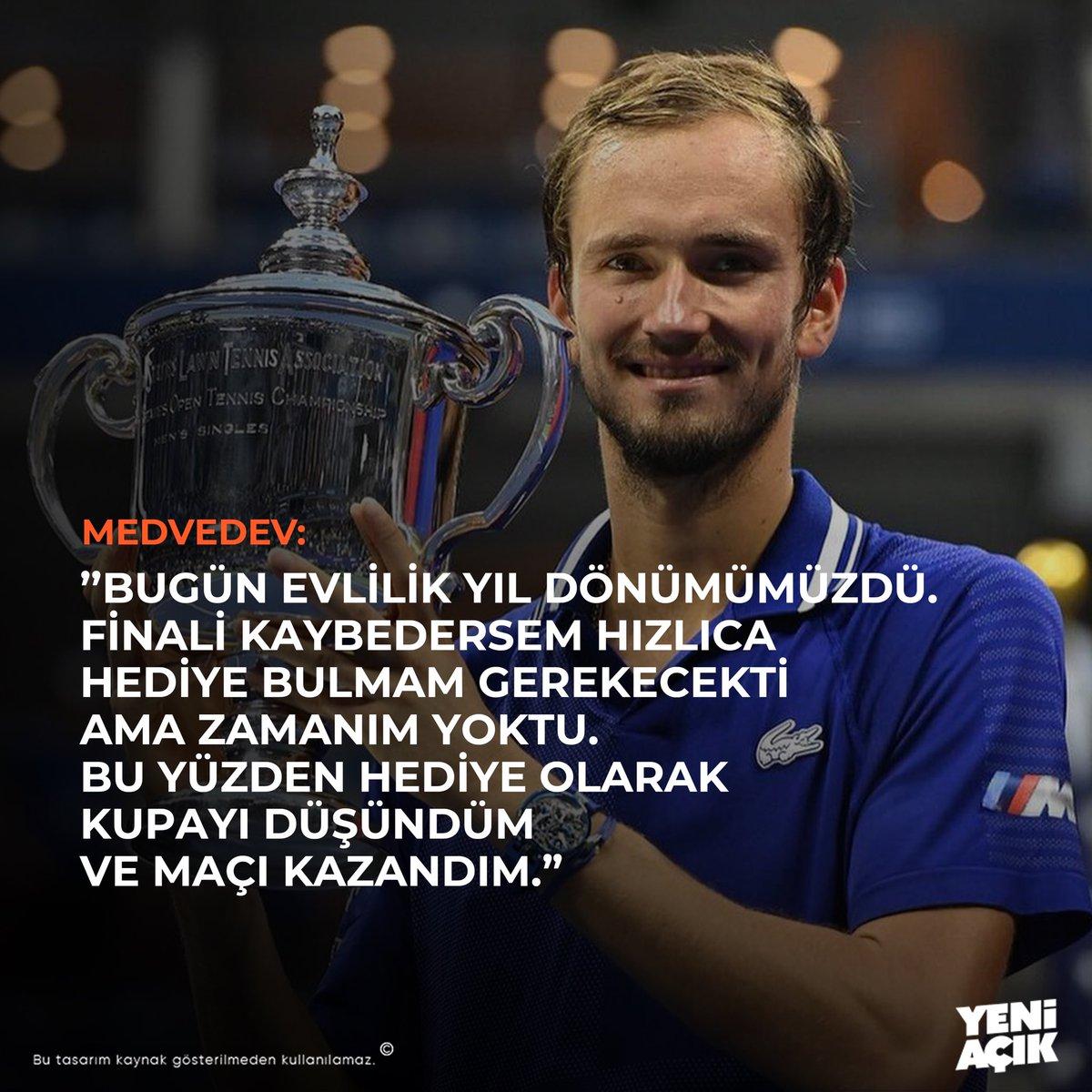 Djokovic'i devirip kupayı kazanan Medvedev, evlilik yıldönümünü için fırsatı kaçırmıyor. ☺️