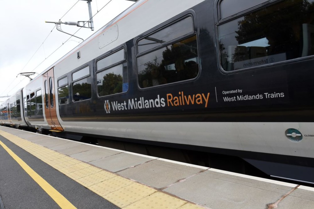Additional train services will be restored to the timetable between #Nuneaton and #LeamingtonSpa later this month, @WestMidRailway has confirmed today. Details: https://t.co/0d314NxSc6 https://t.co/AFJFXfBqUL