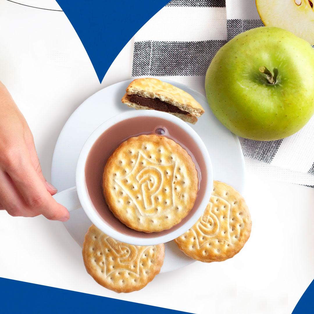 Dicen que el chocolate da la felicidad 😏, si el chocolate es doble, ¿doble de felicidad? 🍫 ¡Nosotros lo tenemos claro 🤣! ¿Y tú? 👉🏻 Disfruta el doble de tu desayuno con tus Príncipe Maxi-Choc. #DiaMundialDelChocolate #GalletasPrincipe https://t.co/Xm9pa77Rho