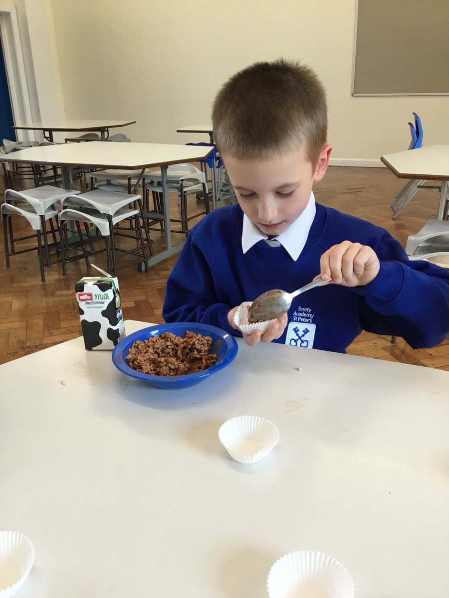 We made rice krispie and cornflake cakes in out of school club! Yummy 😋 🍰