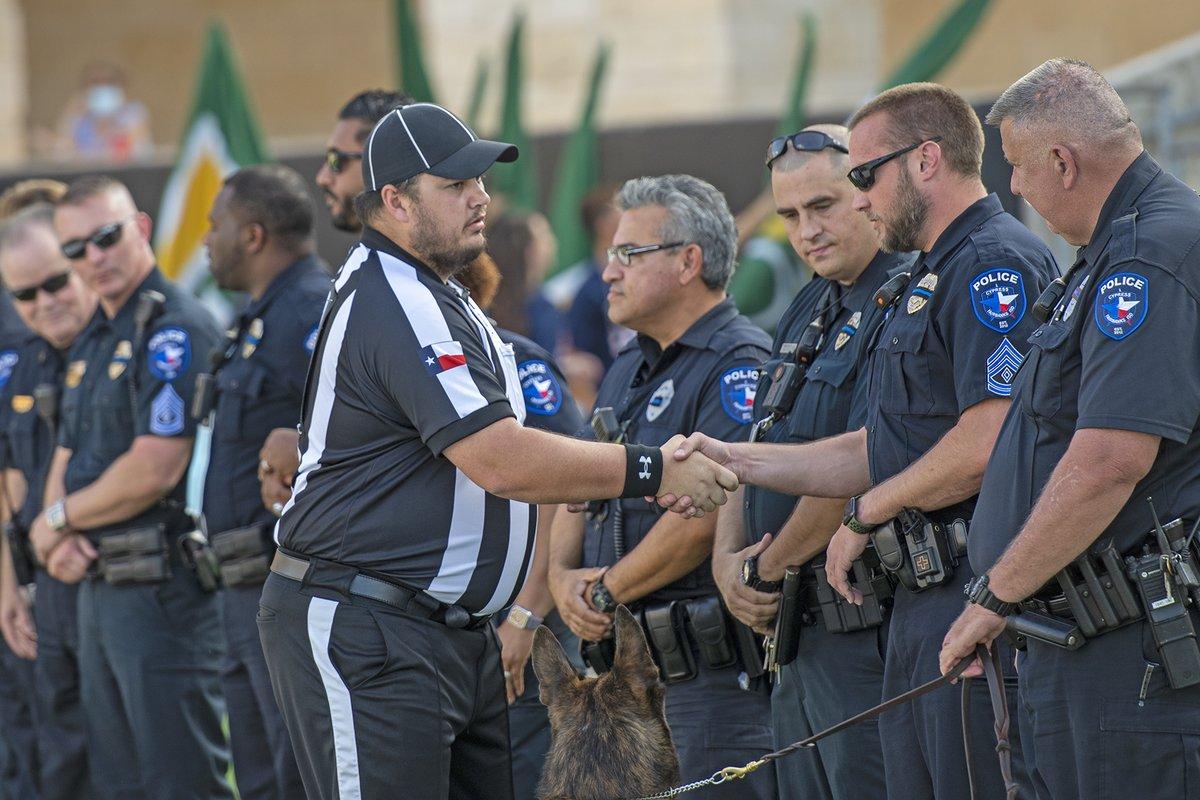 .@CyFairISD Vean las fotografías del partido de fútbol americano @cyfallshs vs Fort Bend Travis en el @CFFCUStadium publicadas en nuestra página en Facebook: https://t.co/aqO1tXTOKR #CFISDspirit #txhsfb 🏈