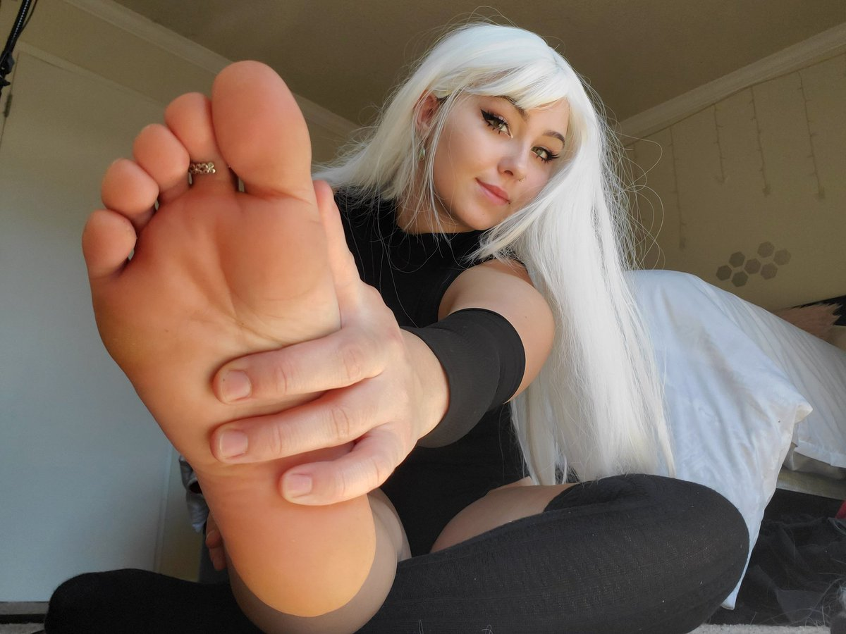 ♡how's my good little foot stool?