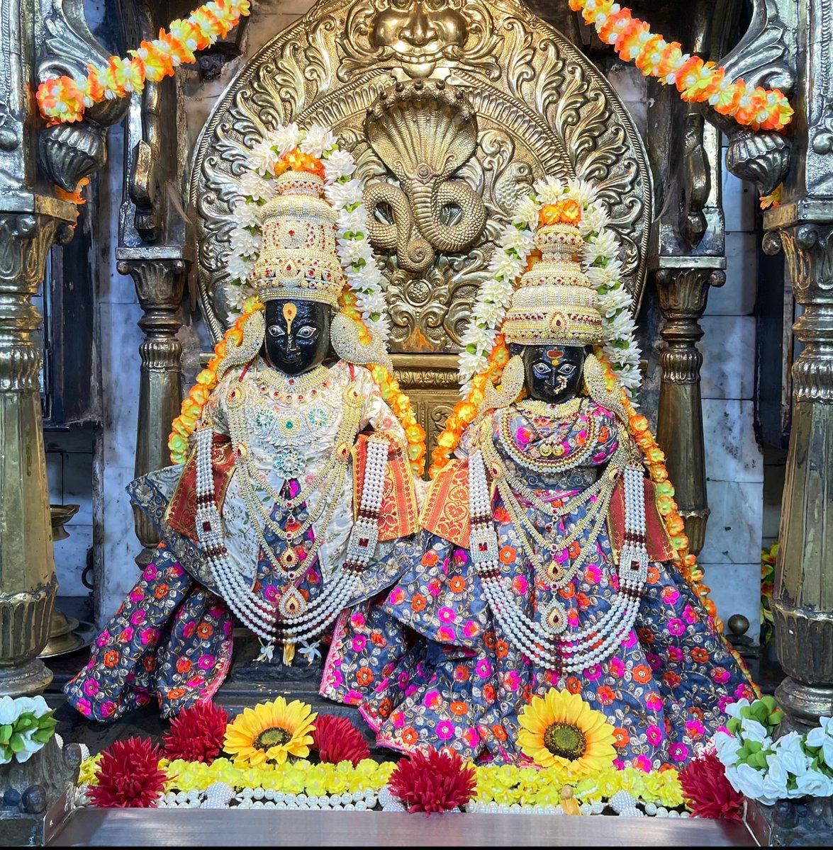 @SrBachchan: T 4028 – श्री विठ्ठल मंदिर, शीव, मुंबई – ४०० ०२२. भाद्रपद शुद्ध सप्तमी, जेष्ठा गौरी पूजन, सोमवार, १३ सप्टेंबर २०२१.
