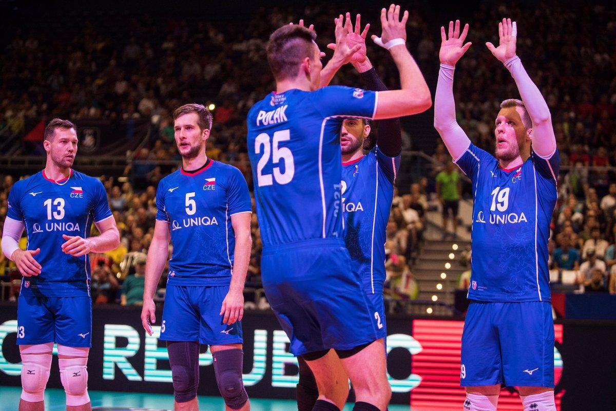 Çekya'dan büyük sürpriz  Avrupa Şampiyonası'nda Çekya #Tokyo2020 Şampiyonu Fransa'yı 25-22, 25-19, 34-32 setlerle 3-0 yenerek çeyrek finale yükseldi.   #eurovolley2021 #eurovolleyM