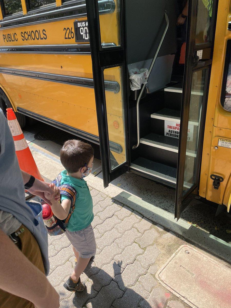 نحن نحب الحافلة المدرسية 🚌ECSE_ISAPS_الطفل المبكر> @APS_الطفل المبكرAPSSchoolBus '> @APSباص المدرسةAPSفيرجينيا> @APSفرجينيا https://t.co/gPkbujiFA4