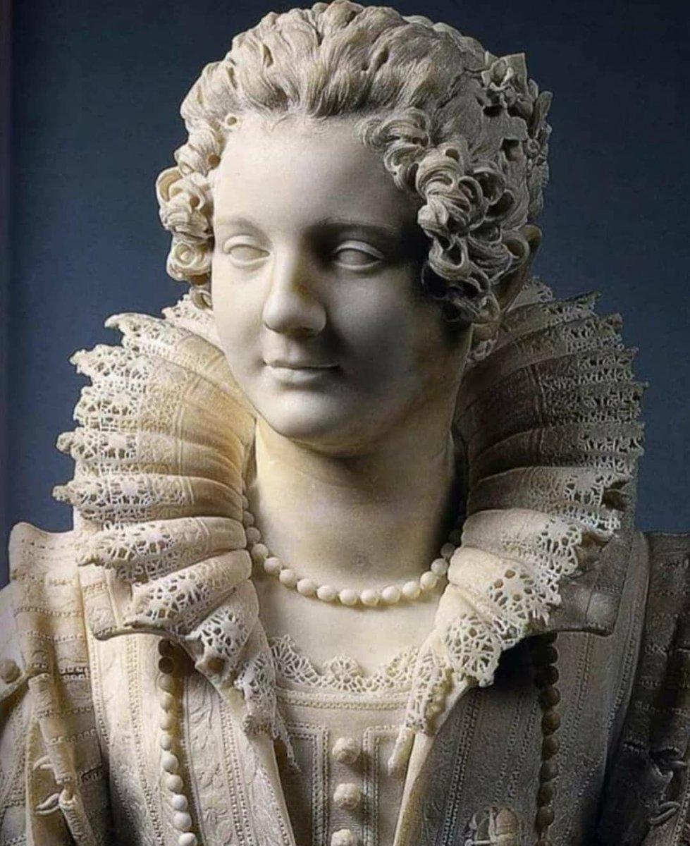 16. Yy'da, İtalyan heykeltıraş Giuliano Finelli tarafından yapılan bir kadın heykeli.