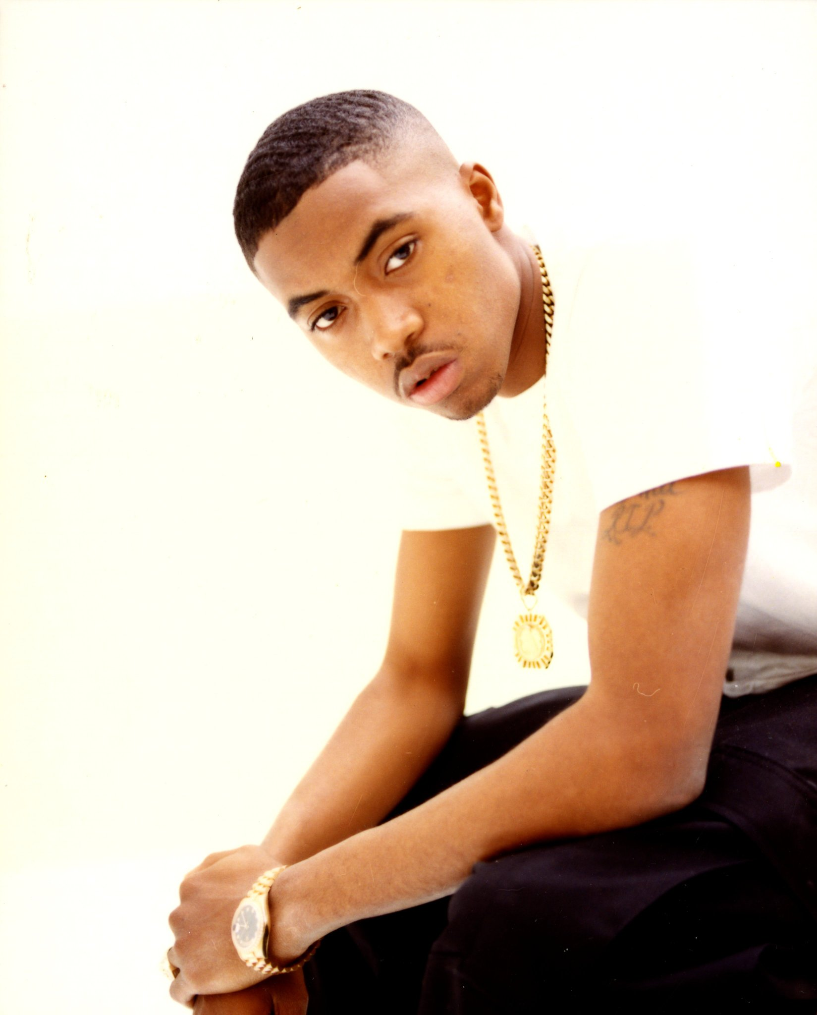 Happy 48th Birthday to one of the greatest MC\s of all-time the legendary Nas.