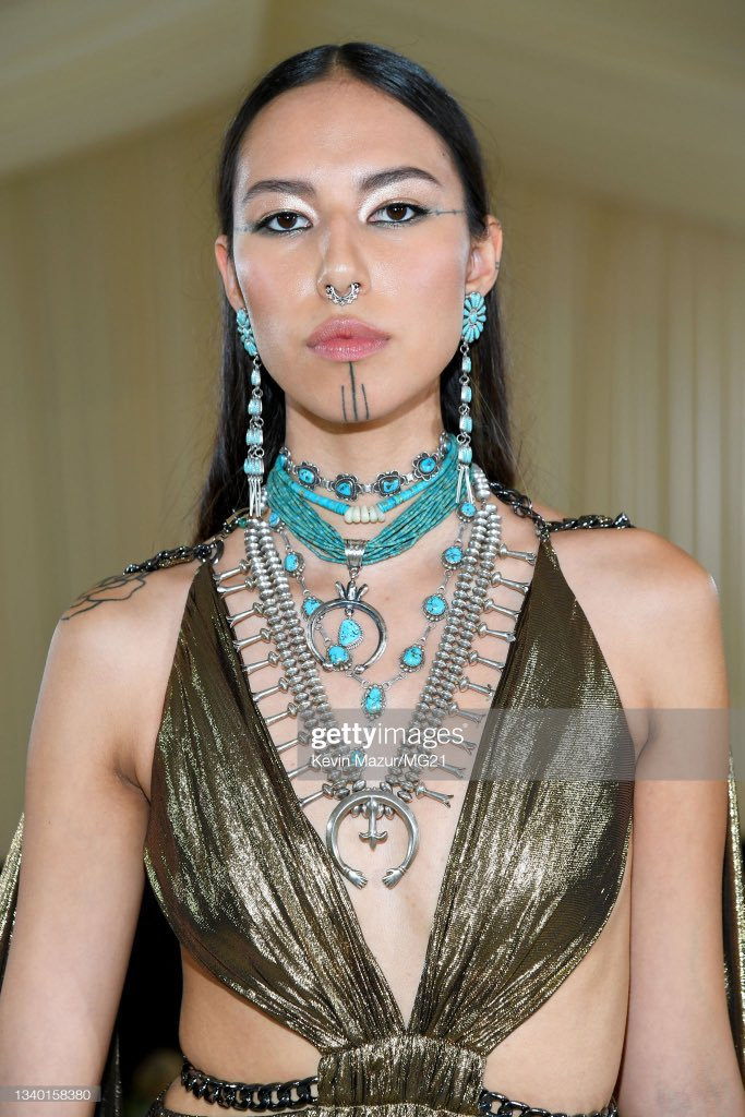 WHY ISNT ANYONE TALKING ABOUT THIS INDIGENOUS QUEEN WHO SERVED AT THE MET GALA. HER NAME IS QUANNAH CHASINGHORSE AND SHE ATE