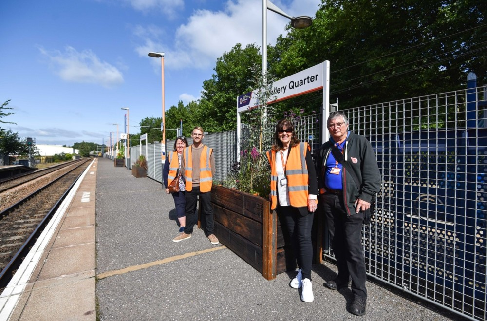 A new eco-garden is taking shape at #JewelleryQuarter station in #Birmingham following a community grant from @WestMidRailway and the hard work of @JQBID volunteers. Read more: https://t.co/iEHCwZDJz4 https://t.co/G9XENIHSAW